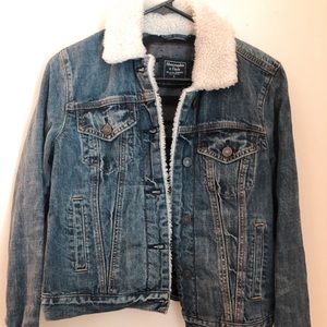 Jean jacket with Sherpa collar